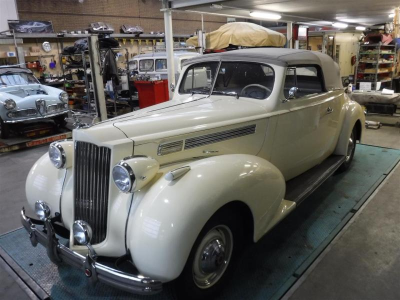 1939 Packard One Twenty convertible -  Creme
